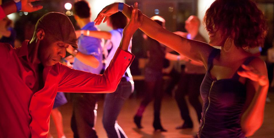 lokaal dansers pijpbeurt